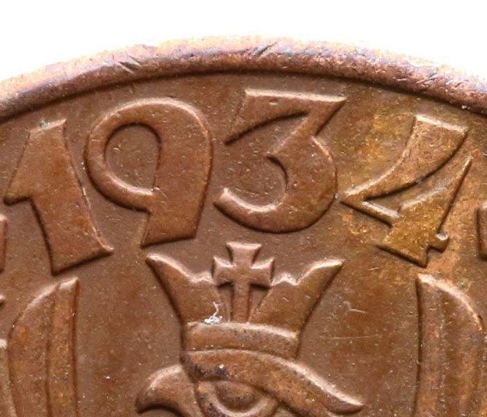 Zbliżenie daty na awersie fałszerstwa 5 groszy 1934