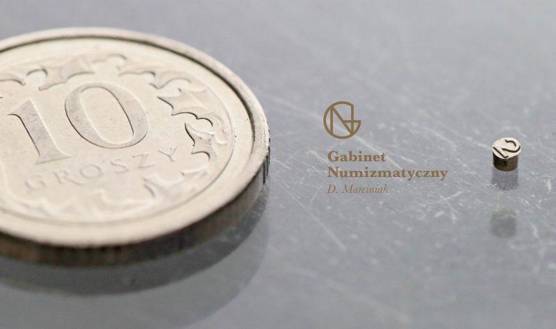 Wielkość bolca z dwójką z daty fałszerstwa 5 złotych 1932 w porównaniu do 10 groszy