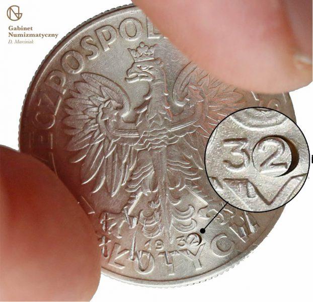 Zbliżenie na wstawiony bolec z 2 w dacie fałszerstwa 5 złotych 1932