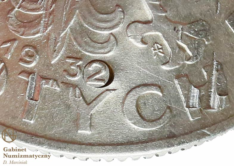 Zbliżenie na datę fałszerstwa 5 złotych 1932