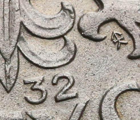 Zbliżenie na datę precyzyjnie wykonanego fałszerstwa 5 złotych 1932