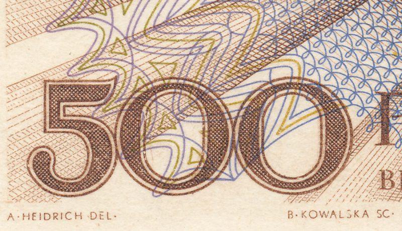Sygnatury rytowników rewersu na banknocie 500 złotych 1971 z Marią Skłodowską-Curie