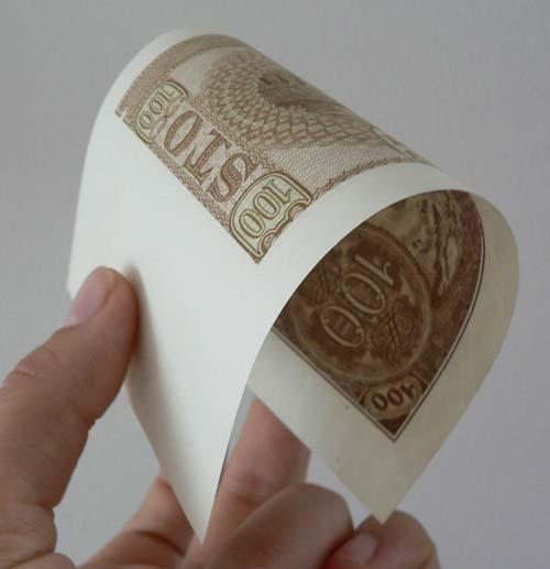 Ocena stanu zachowania banknotu poprzez zwinięcie go w rulon