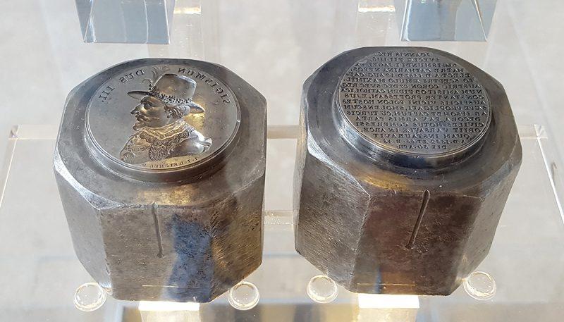 Stemple do medalu z Suity Królewskiej z Zygmuntem III Wazą